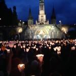 Procession-mariale-Lourdes